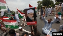 Cleric Tahir-ul-Qadri Returns to Pakistan