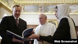 Prezident İlham Əliyev və xanımı Mehriban Əliyeva Roma Papası Fransisklə görüşüb
