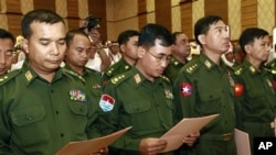 Đại diện quân sự trong phiên họp của Quốc hội Miến Ðiện ở Naypyitaw, ngày 23/4/2012
