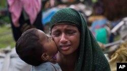 هزاران نفر دیگر روزانه با عبور از مرز از میانمار به بنگله دیش فرار می کنند
