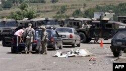 Kosovë: KFOR-i kontrollon vendkalimet kufitare në veri