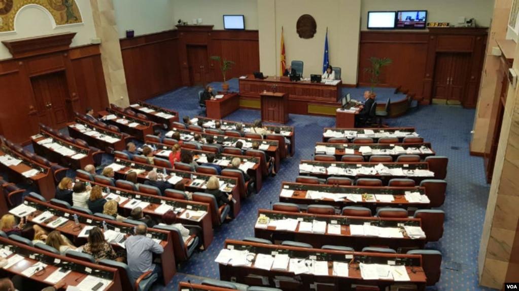 Parlamenti i Maqedonisë votoi amendamentet për ndryshimin e emrit të vendit