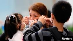 Zdravstveni zvaničnici upozoravaju da bi se broj zaraženih mogao rapidno povećati usled učestalih putovanja građana Kine – čija praznična sezona obeležavanja Lunarne Nove godine počinje u subotu.