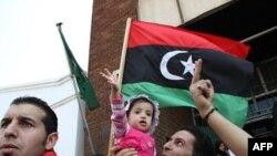 Người Libya sống ở Zimbabwe biểu tình chống ông Gadhafi trước Sứ quán Libya ở Harare