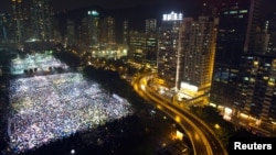 홍콩에서 4일 톈안먼 민주화 운동 24주년을 맞아, 대규모 촛불 추모 집회가 열렸다.
