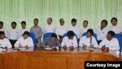 အစိုးရ၊ လႊတ္ေတာ္ကိုယ္စားလွယ္တခ်ိဳ႕နဲ႔ NNER ကိုယ္စားလွယ္ေတြ ေနျပည္ေတာ္မွာ ေတြ႔ဆံုစဥ္ (ဓာတ္ပံု - MOI Webportal Myanmar)