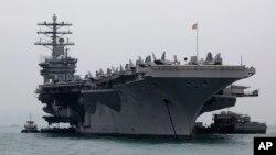 Theo tình huống mà Bộ trưởng Quốc phòng Chuck Hagel trình bày, quân đội Mỹ sẽ phải từ bỏ tới 3 trong số 11 hàng không mẫu hạm.