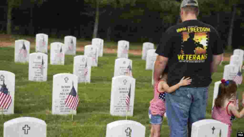 Відвідини військового кладовища
