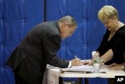 U.S. Sen. Bob Menendez checks in before casting his vote in the New Jersey primary election, June 5, 2018.