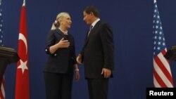 Ngoại trưởng Mỹ Hillary Clinton có mặt ở Istanbul để thảo luận vấn đề Syria với giới lãnh đạo Thổ Nhĩ Kỳ, 11/8/2012