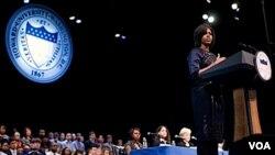 Michelle Obama dio un discurso ante miles de jóvenes en Washington sobre los beneficios de estudiar en el extranjero.