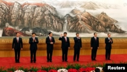 中共十八大政治局7位常委在北京人民大会堂会见新闻界(2012年11月15日)
