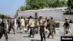 索馬里士兵守衛著總統府