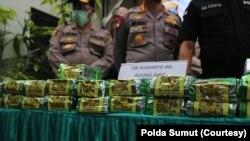 Keterangan foto: Barang bukti berupa 100 kilogram sabu-sabu yang disita dari penangkapan tersangka di Jakarta. Selasa, 18 Agustus 2020. (Courtesy: Polda Sumut).