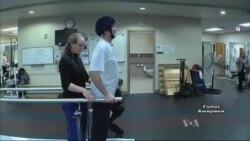 Герой України Ігор Гордійчук вчиться заново ходити в американському госпіталі. Відео