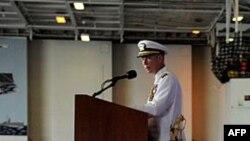 Командир авианосца Enterprise Оуэн Онорс выступает перед экипажем и гостями корабля. Архивное фото: Норфолк, 6 мая 2010г.