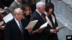 Rais Donald Trump na Makamu wake Mike Pence na familia zao wahudhuria ibada maalum