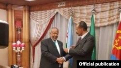 Le président djiboutien Ismaïl Omar Guelleh et son homologue d'Erythrée, Isaias Afwerki à Djeddah, le 17 septembre 2018