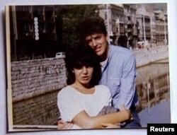 Admira Ismić i Boško Brčkić neposredno nakon završetka srednje škole 1985. Godine, Sarajevo.