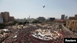 무암마드 무르시 대통령의 퇴진을 촉구하는 이집트 시위대가 30일 타흐리르 광장에 모였다