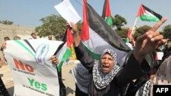 Phụ nữ Palestine hô khẩu hiệu trong cuộc biểu tình ủng hộ kế hoạch vận động để được LHQ công nhận là một quốc gia tại thành phố Gaza, ngày 22/9/2011