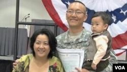 ... i dobijanje certifikata su dva završna koraka u procesu prijema u državljanstvo SAD.