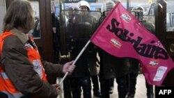 Punëtorët francezë zotohen të vazhdojnë protestat kundër ligjit të ri të pensioneve