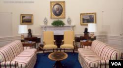 Foto George Washington selalu berada di tempat yang paling menonjol di ruangan Gedung Putih, yaitu di atas perapian (foto: dok).