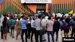 نائیجیریا کے شہر لاؤس کا ایک عوامی مرکز کے باہر نوجوانوں کی بڑی تعداد موجود ہے۔ اس مرکز میں فری وائی فائی ہاٹ سپاٹ فراہم کیا گیا ہے۔ 26 جولائی 2018
