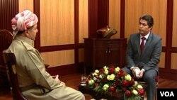 Chủ tịch cộng đồng người Kurd Massoud Barzani (trái) nói với đài VOA rằng đây là thời điểm để thành lập một quốc gia của người Kurd.