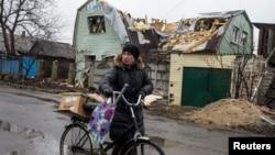 Uništene kuće u Debaljcevu, na istoku Ukrajine
