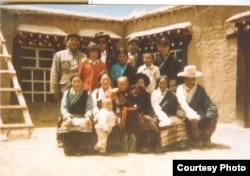 达赖喇嘛宣布三天后,根敦确吉尼玛和家人被带走。(李江琳提供)