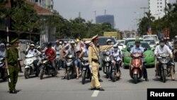 Vấn nạn cảnh sát giao thông và người dân đã và đang là một điều nhức nhối trong bao năm nay ở Việt Nam.