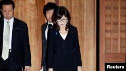 이나다 도모미 일본 방위상이 지난달 29일 도쿄 야스쿠니 신사를 참배했다.