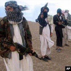 گاردین: 'راه تدارکاتی ناتو از پاکستان ممکن قطع شود'