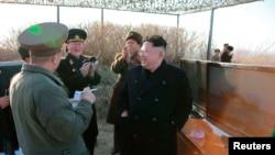 북한 김정은 국방위원회 제1위원장이 신형반함선(대함) 로켓 시험발사를 최근 참관했다고 조선중앙통신이 지난 7일 보도했다.