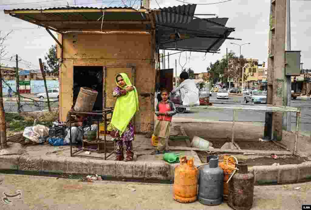 فروش کپسول گاز در زاهدان. هنوز خیلی از مردم سیستان و بلوچستان از لوله کشی گاز بی بهره اند. عکس: شیرین احمدیه