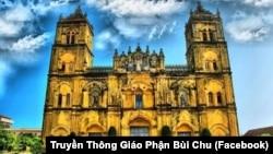 Mặt tiền Nhà thờ chính tòa Bùi Chu.
