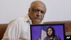 گلالئی اسماعیل کے والد پروفیسر محمد اسماعیل (فائل فوٹو)