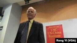 美國學者林培瑞是中國文學專家(美國之音容易拍攝)