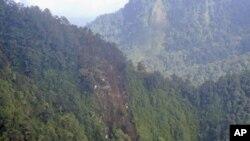 Bức không ảnh chụp địa điểm chiếc phản lực cơ của Nga bị lâm nạn, trên sườn núi Salak ở Indonesia