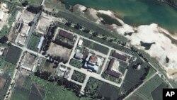 Cơ sở hạt nhân Yongbyon nằm về hướng bắc Bình Nhưỡng, - (Ảnh chụp qua vệ tinh do Space Imaging Asia cung cấp)