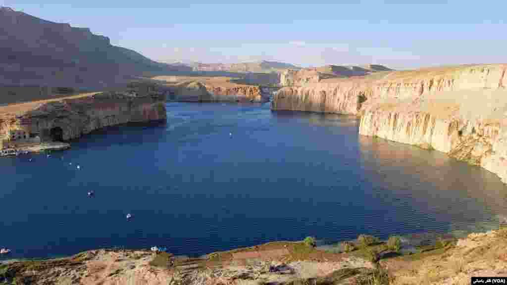 بند امیر نخستین پارک ملی افغانستان در ولایت بامیان موقعیت دارد