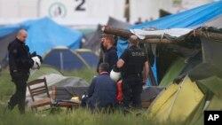 Policija u izbegličkom kampu u mesti Idomeni, u Grčkoj
