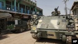 파키스탄 육군 전차부대가 북와지르스탄 지역을 순찰하는 모습.