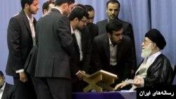آیت الله علی خامنه ای در یک دیدار با قاریان قرآن.