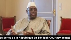 President Macky Sall na bureau na ye na Dakar, Sénégal, 4 avril 2019. (Facebook/Présidence de la République du Sénégal)