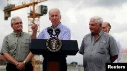 Vicepresidente Joe Biden se reunió con el presidente de Panamá Ricardo Martinelli, y juntos visitaron los avances en la ampliación del Canal de Panamá.