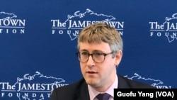 美国前中央情报局(CIA)分析师彼得·马蒂斯(Peter Mattis)在詹姆士敦基金会推介新书《中共间谍活动:情报入门》 美国之音斯洋拍摄。