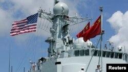 美国珍珠港的美国军舰和参加环太平洋联合军事演习的中国军舰(2016年6月29日)